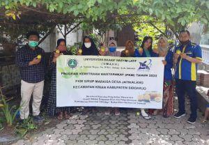 Dosen UMAHA Sidoarjo Bantu Kembangkan Sirup Markisa di Desa Jatikalang