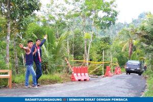 Suka Duka Warga Dusun Suwaru yang Mendadak Jadi Relawan Pengatur Jalan