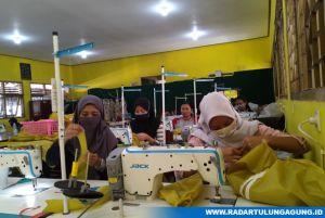 Belasan Siswa Terlibat Produksi APD