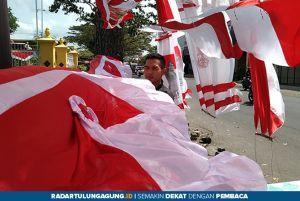 Omzet Pedagang Bendera Merosot