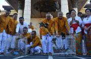 Rayakan Waisak, Umat Vihara Buddha Sakyamuni Lepas Seribu Burung