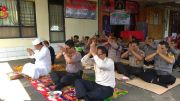Terkait Aksi 22 Mei, Anggota Polsek Payangan Sembahyang Bersama
