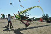 Naga 150 Meter Beraksi di Pantai Mertasari