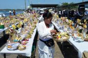 MGPSSR Pusat Gelar Atma Pratista Massal di Pantai Padanggalak