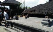 Angin Gusty Obok-obok Pura dan Rumah di Besakih