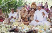 Hindu Tak Susah, Pengantin Beda Negara Nikah di Taman Prakerti Bhuana