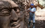 Tebing di Aliran Tukad Pakerisan Diukir, Bertema Maya Denawa