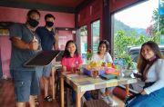 Kebun Strawbery Sepi, Pemilik Banting Stir Jualan Bakso Balung