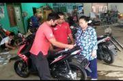 Sunarsih Bayar Tunai Honda Beat Pakai Sekardus Uang Receh