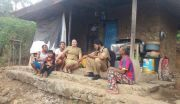 Siswa Tak Punya Smartphone, Guru Kontrak di Buleleng Naik-Turun Bukit