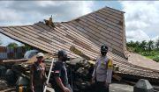 Diterjang Angin Kencang, Rumah Bergaya Joglo Ambruk di Pandak Gede