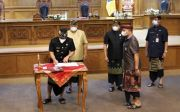 Giri Prasta Bersama Pimpinan DPRD Tandatangani Dua Ranperda