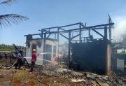 Bangunan Gudang dan Pondok Santri Dilalap Api