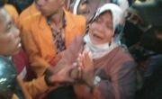Ibu Yusuf Bubarkan Massa Pengunjuk Rasa Dua Tahun Kematian Anaknya