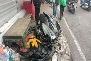 Viral, NMax Hancur Lebur Hantam Mobil, Mahasiswi Dilarikan ke RS