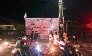 Warga Art Center Sambut Jokowi dengan Baliho Tolak Reklamasi