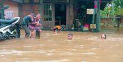 Banjir Mereda, Warga Tanah Bambu Cek Kesehatan