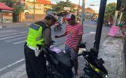 Razia Rutin, Polisi Tilang Belasan Pengendara Tanpa Helm