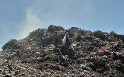 Sampah Eks TPA Sente Kian Menumpuk, Pasang Pipa Atasi Kebakaran