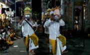Mohon Kesuburan Padi, Warga Taro Haturkan Banten Pendetan