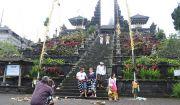 Catat Pak Menteri, Turis Asing Dominasi Kunjungan ke Pura Besakih