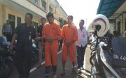Ambil Tempelan Sabu, Dua Pria di Buleleng Ditangkap dan Dirantai