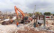 Terpapar Debu Bongkaran Proyek, Pedagang Pasar Banyuasri Protes Keras