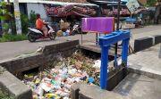 Oknum Pedagang di Pasar Pagi Lelateng Buang Sampah di Sungai