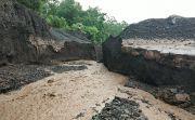 Banjir Terjang Bhuana Giri saat Galungan, Jembatan Putus Diseret Air