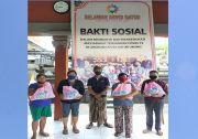 Relawan Covid Batur Bagikan Paket Sembako ke Warga Terdampak Covid-19