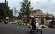 Lokasi Lama Berdebu, Pasar Senggol Pindah Jualan ke GOR Kebo Iwa