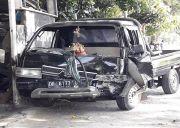 Lewati As Jalan, Mobil Pickup Tabrak Pemotor Hingga Alami Luka Parah