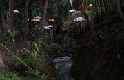 Mandi Sambil Makan di Sungai Jadi Trend, Tukad Bembeng Solusinya