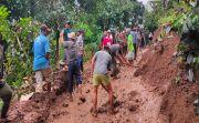 Dilanda Longsor, 253 KK di Dua Banjar di Busungbiu Terisolir