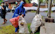 Tukar Sampah Plastik, Mayun Dapat 5 Kilogram Beras
