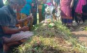 Pemotor yang Jatuh dan Hilang di Sungai Itu Dikubur di Samping Mertua