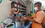 Top! PPKM Darurat, Masjid Jami Singaraja Bagikan Makan Siang Gratis