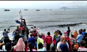 Gelar Petik Laut, Nelayan Larung Kepala Kambing ke Laut