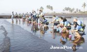 KPPBC Banyuwangi Gelar Jumat Bermanfaat dengan Bintal dan Lepas Tukik