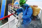 Dinaiki ODP, Syahbandar Semprot KMP Dengan Disinfectan