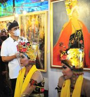 Bupati Anas Minta Hotel Koleksi Lukisan