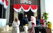 Tak Kunjung Dinikahi Resmi, Istri Muda Lurug Anggota DPRD