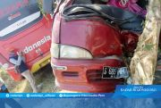 Ugal-ugalan, Bus Sasar Dua Mobil