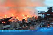 Gudang Tembakau Terbakar, Api Sulit Dipadamkan
