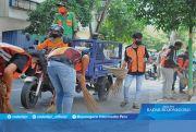 Pelanggar Protap di Tuban Dihukum Bersihkan Jalan