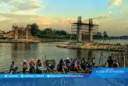 Material Pembangunan Jembatan Kare Membahayakan Pengguna Jalan