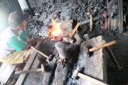 Musim Tanam, Aktivitas Produksi Pande Besi di Karangdagangan Meningkat