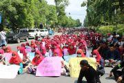 Pertanyakan Status Tersangka MS, Ratusan Massa Demo Polres Jombang