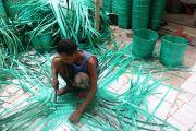 Keranjang Anyaman Plastik dari Kesamben Jombang Tembus Pasar Bali