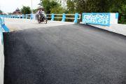 Jembatan Bongkot Ditambal Aspal, Jika Masih Rusak Bakal Dibongkar